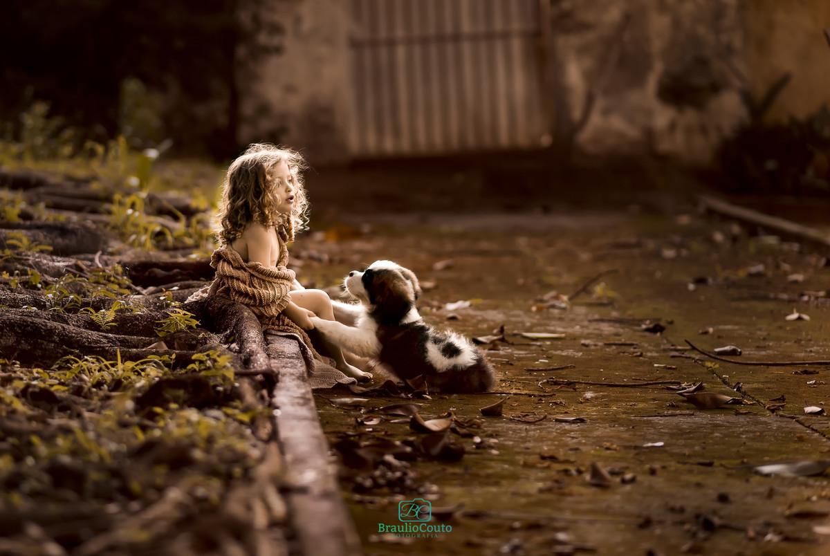 Ensaio infantil em alphaville. ensaio fotografia infantil alphaville. Ensaio infantil em são paulo. ensaio fotografia infantil são paulo. menina com um filhote de cachorro são bernado