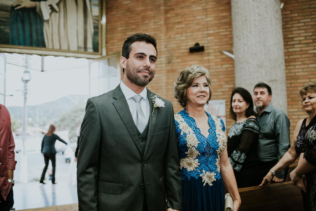noivo com a mãe
