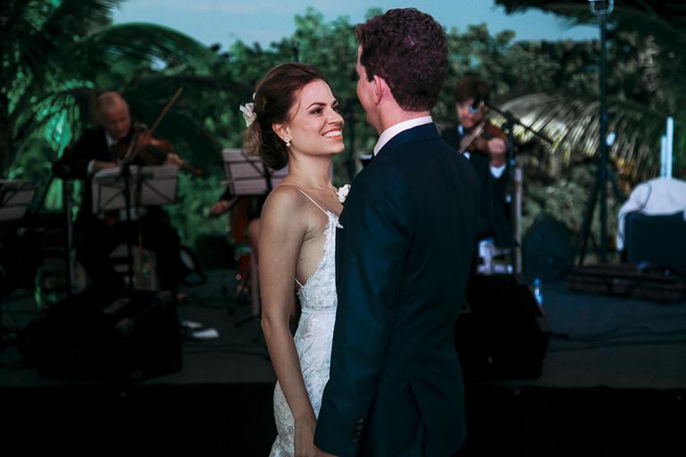 noivos dançando tango