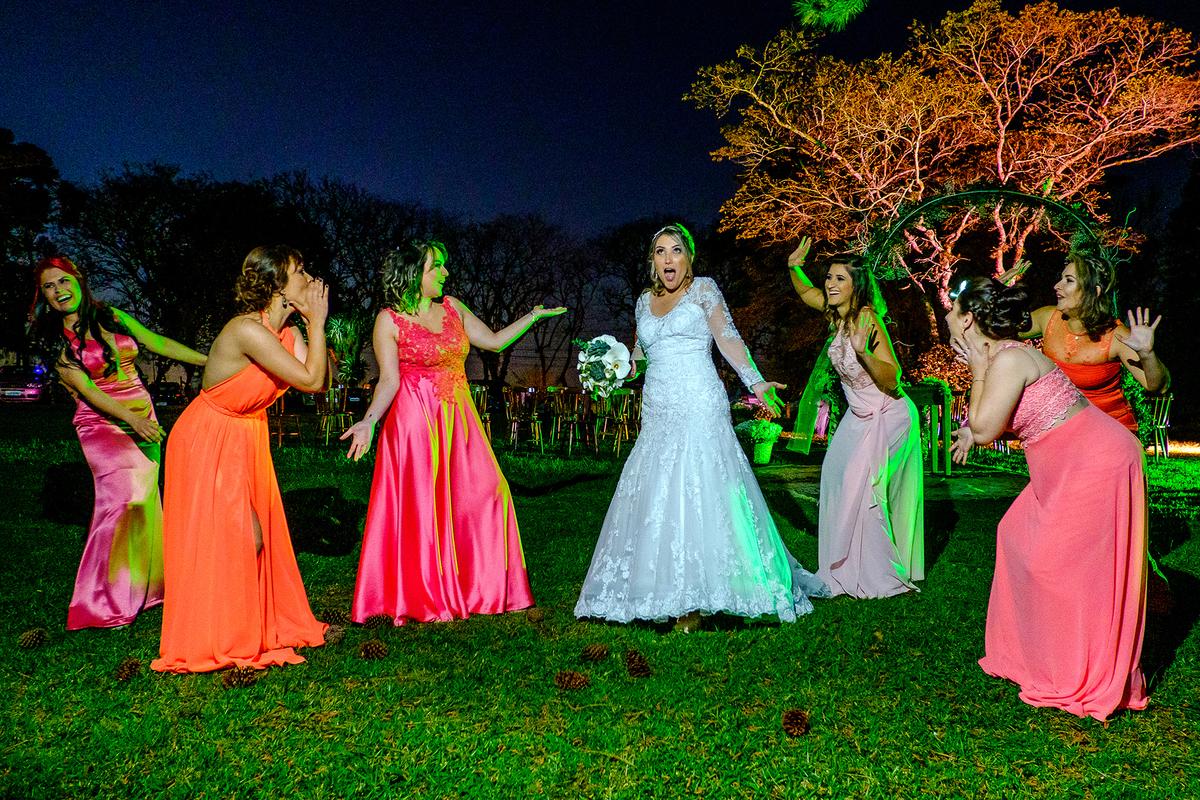 Imagem capa - Dicas para Noivas - 5 Coisas que Você Precisa Saber Antes de Fazer as Fotos Com Convidados por Vinicius Vogel