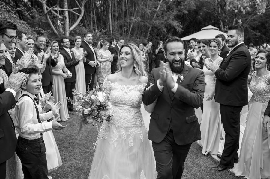 Aplausos calorosos ao final do casamento