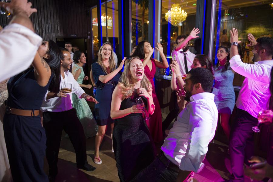 Convidados curtindo a pista de dança