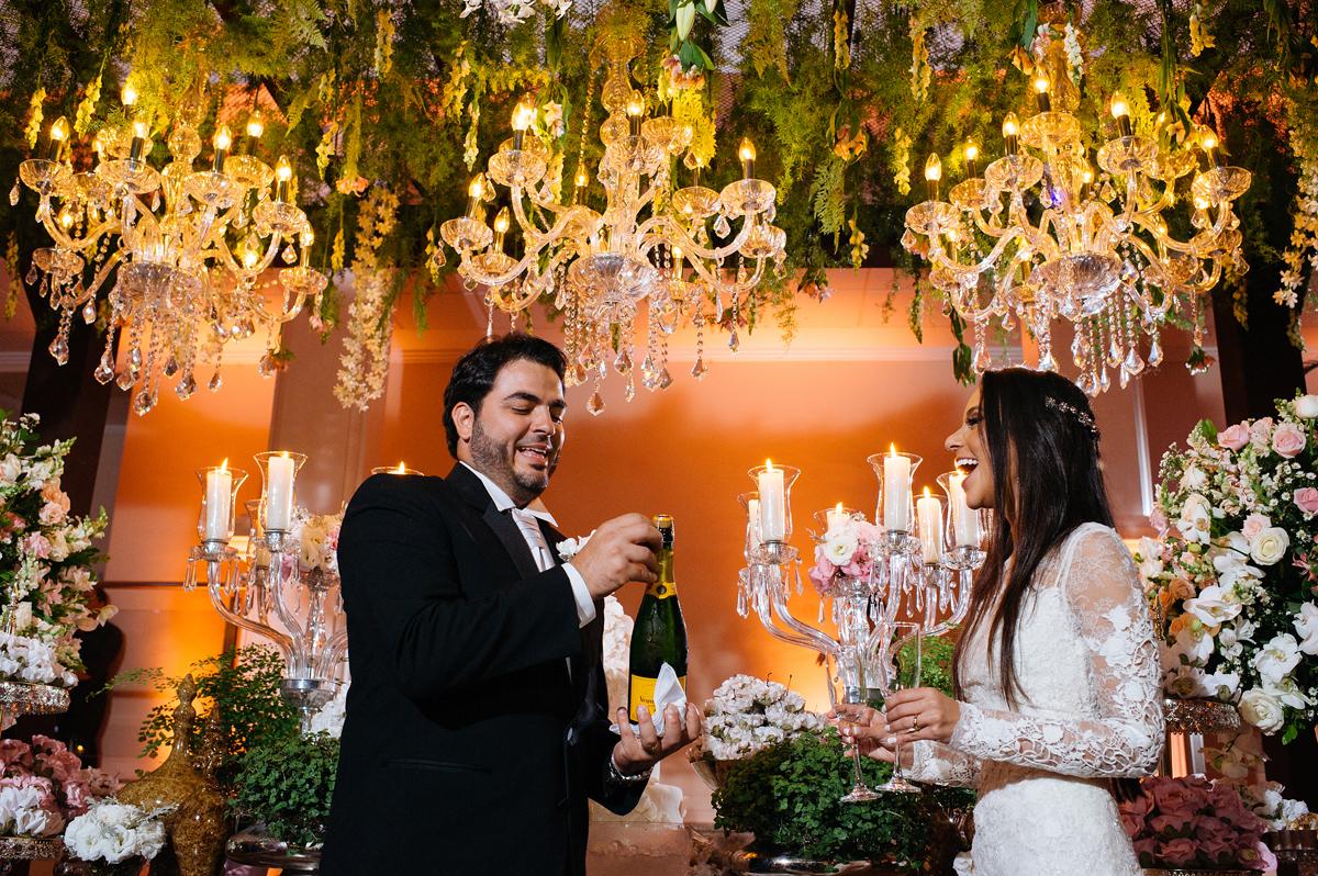 Hora do brinde dos noivos