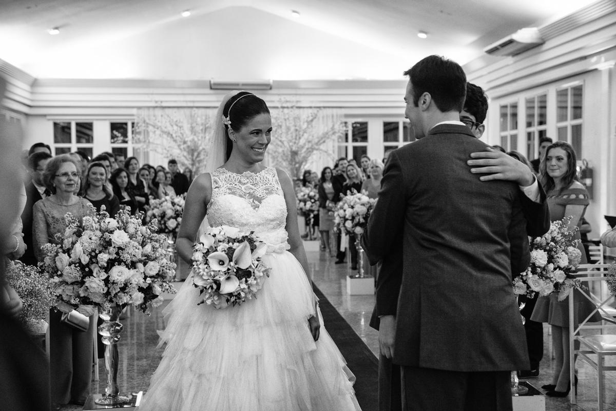 Noiva entra com o filho para casar