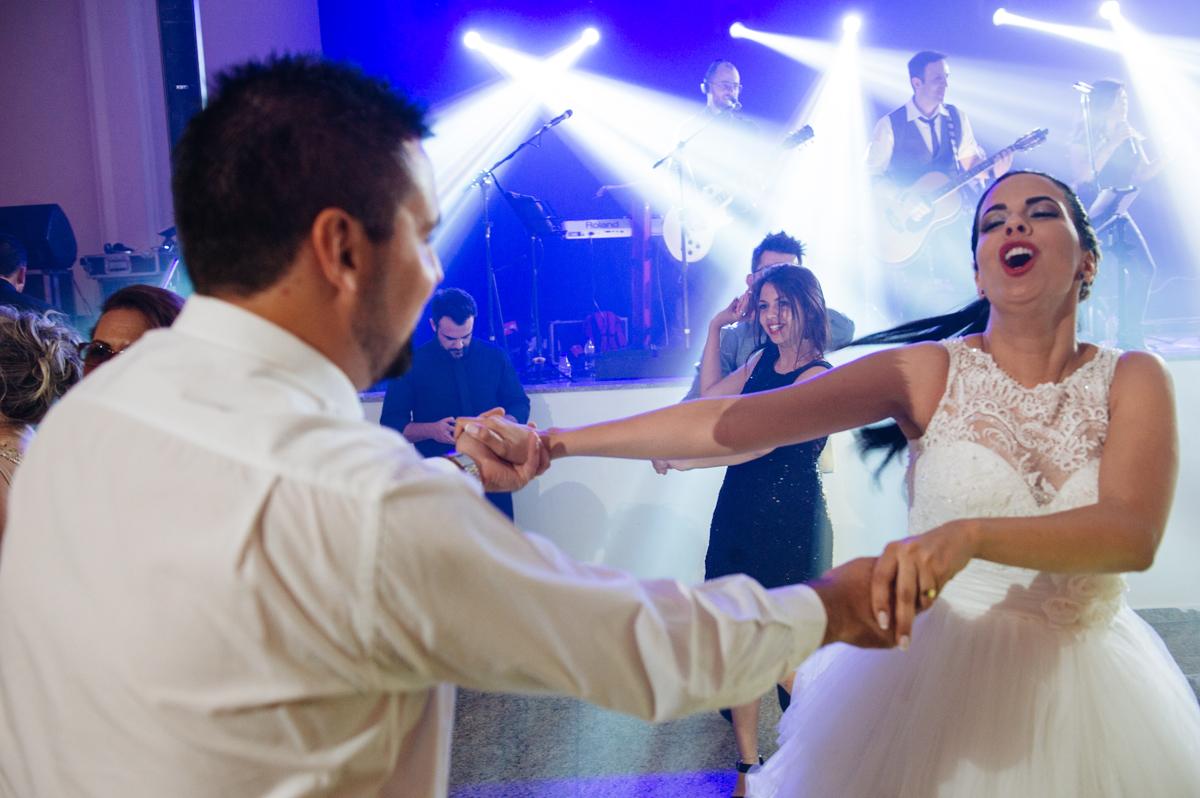 noiva curtindo casamento até o final da festa