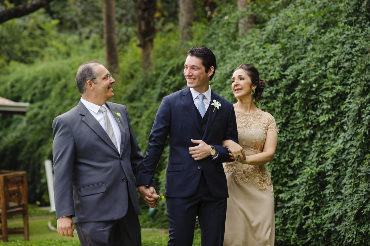 Entrada do noivo com os pais