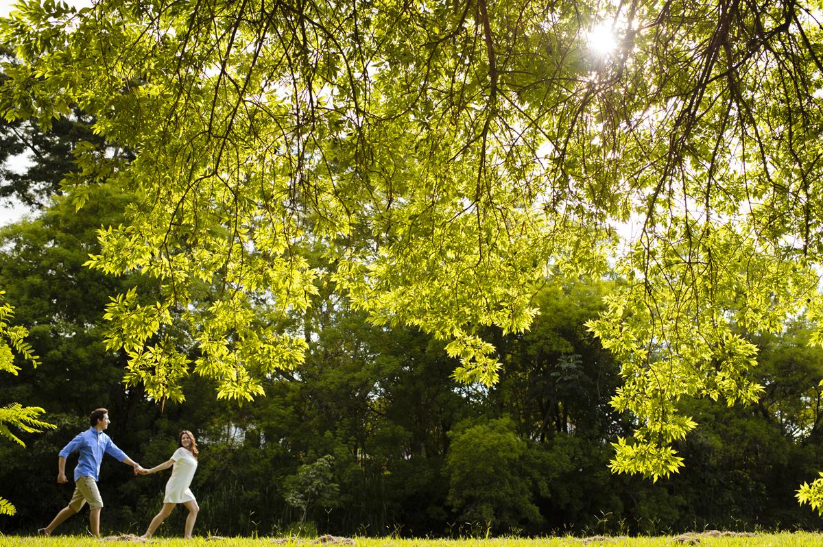 corrida dos noivos no por do sol