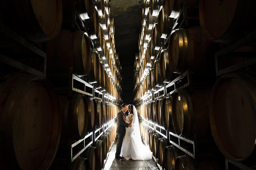 foto de noivos na vinícula