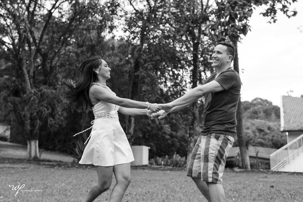 Silvana e Felipe se divertem em ensaio no sitio do pai da noiva