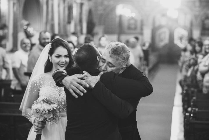 emocao com o pai e o noivo