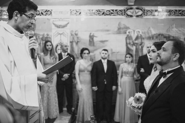 padre e os noivos