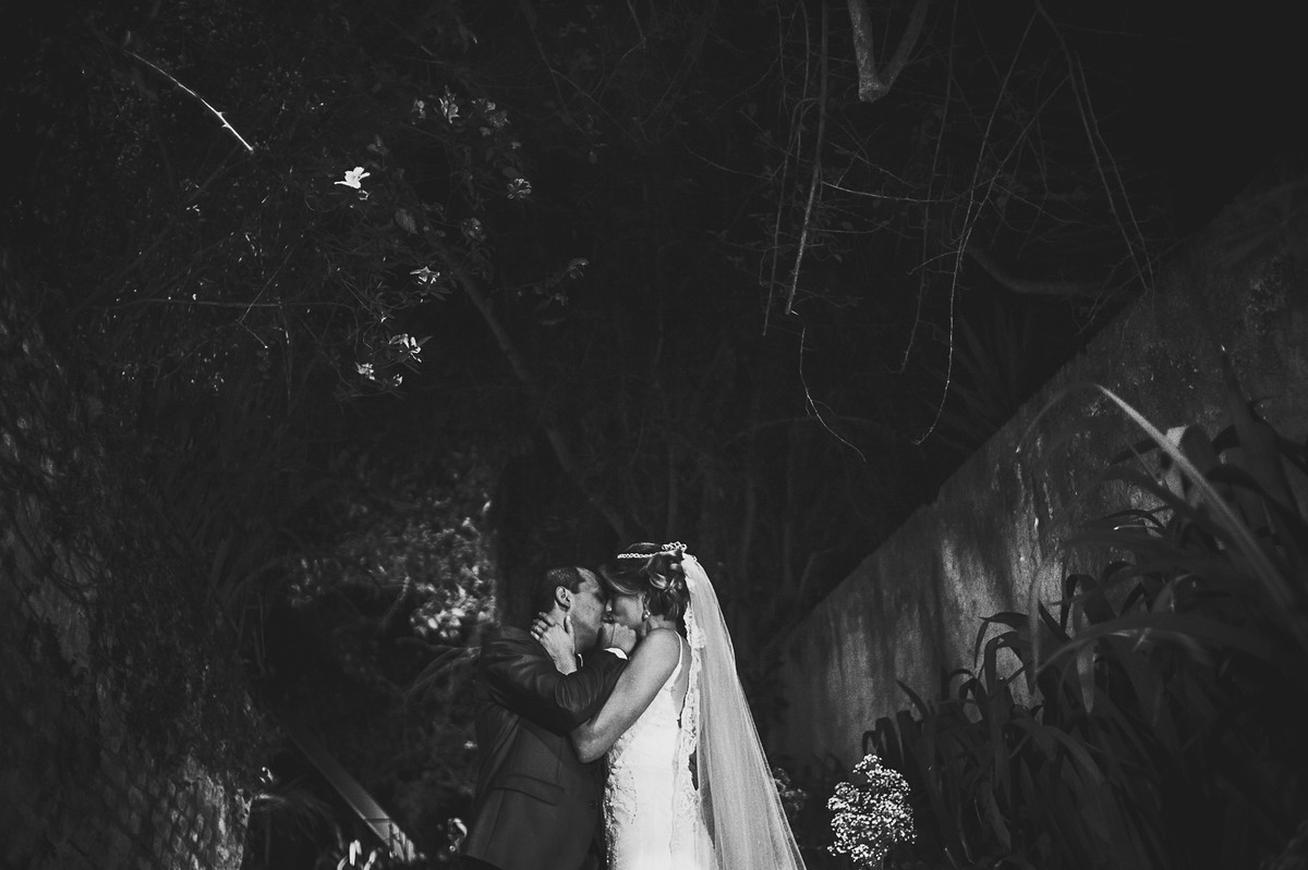 noivos em preto e branco
