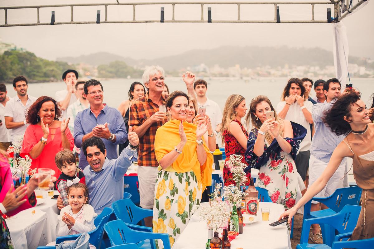 aplausos para os noivos