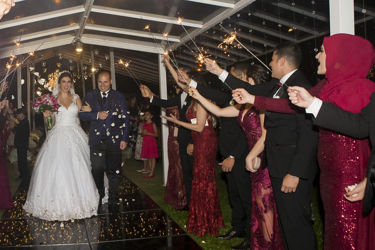 Imagem capa - Eternizando o grande dia: como escolher um fotógrafo para o seu casamento por Ricardo Bakker