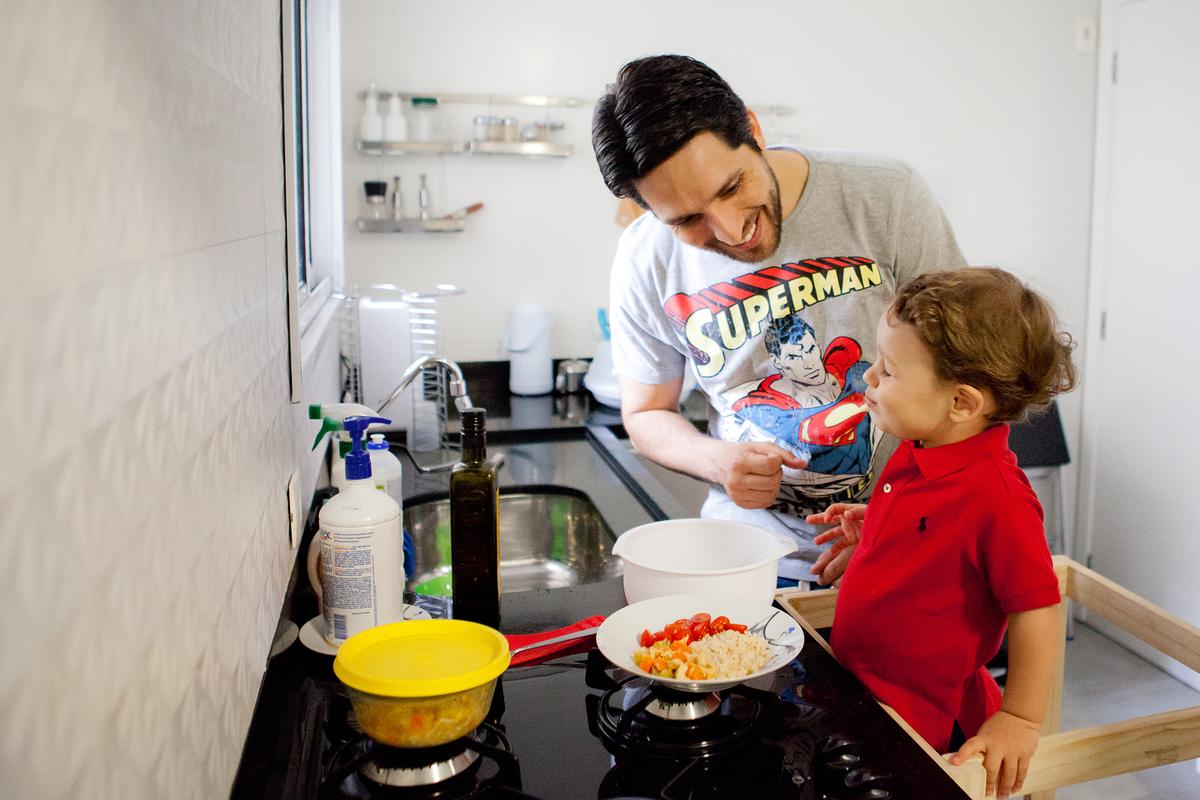 Imagem capa - Papo com Especialista   Alimentação durante a quarentena por Julie Campanholi