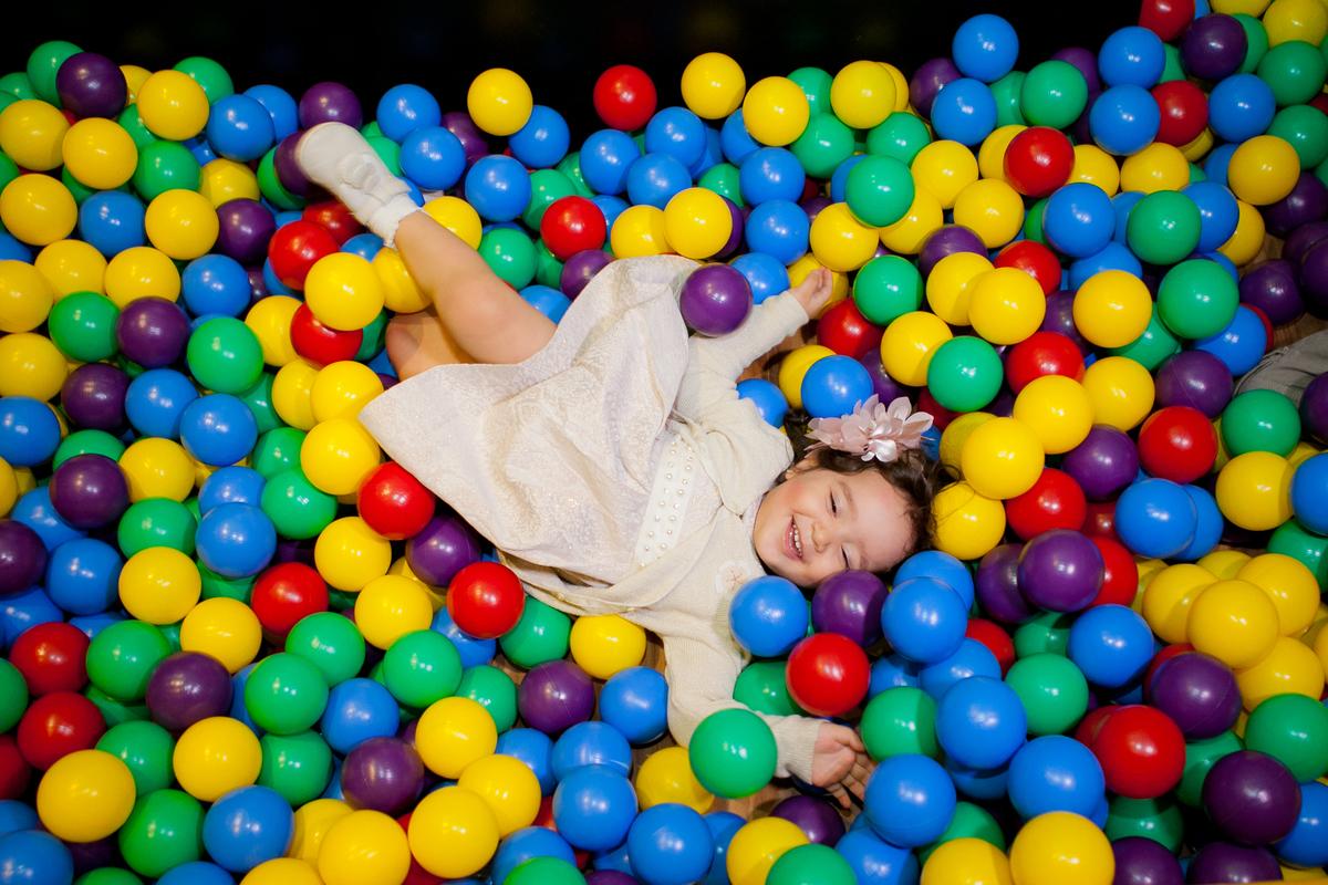 Imagem capa - A importância de brincar | Dia Mundial da Infância por Julie Campanholi