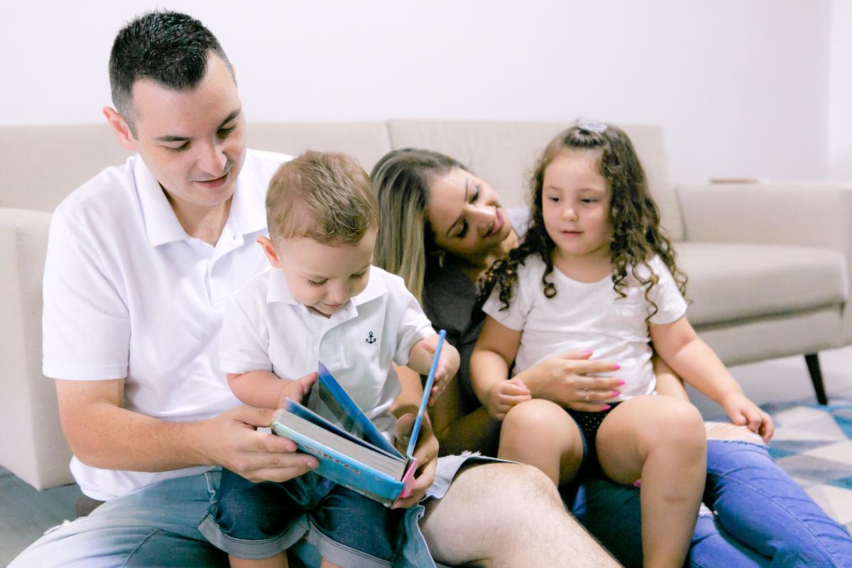 Imagem capa - Educação em casa | como manter os estudos dos filhos em tempos de isolamento? por Julie Campanholi