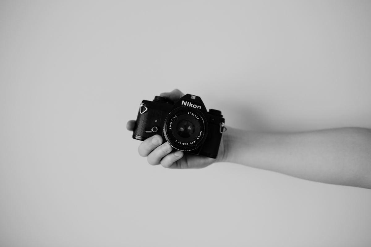 Imagem capa - Hoje é dia da fotografia | como é ser fotógrafo?  por Julie Campanholi