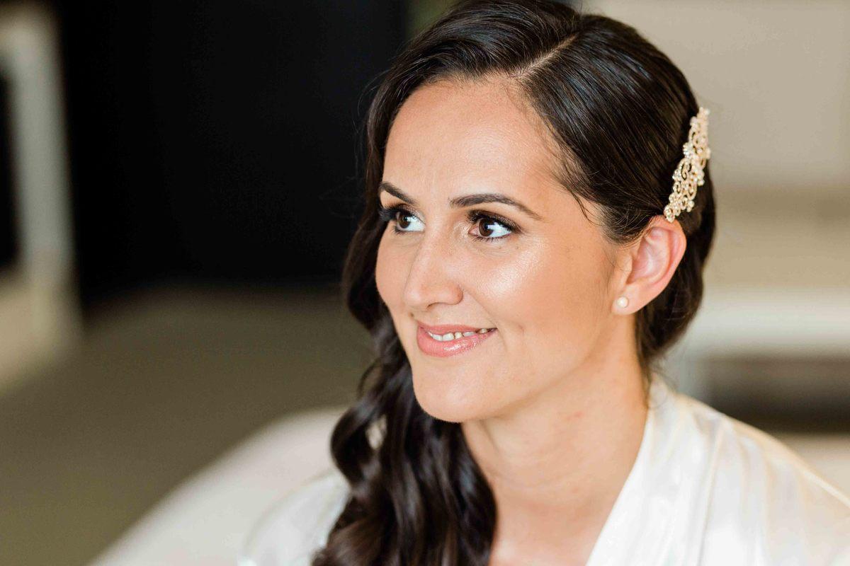 Imagem capa - Uma noiva iluminada por Bárbara Brandão