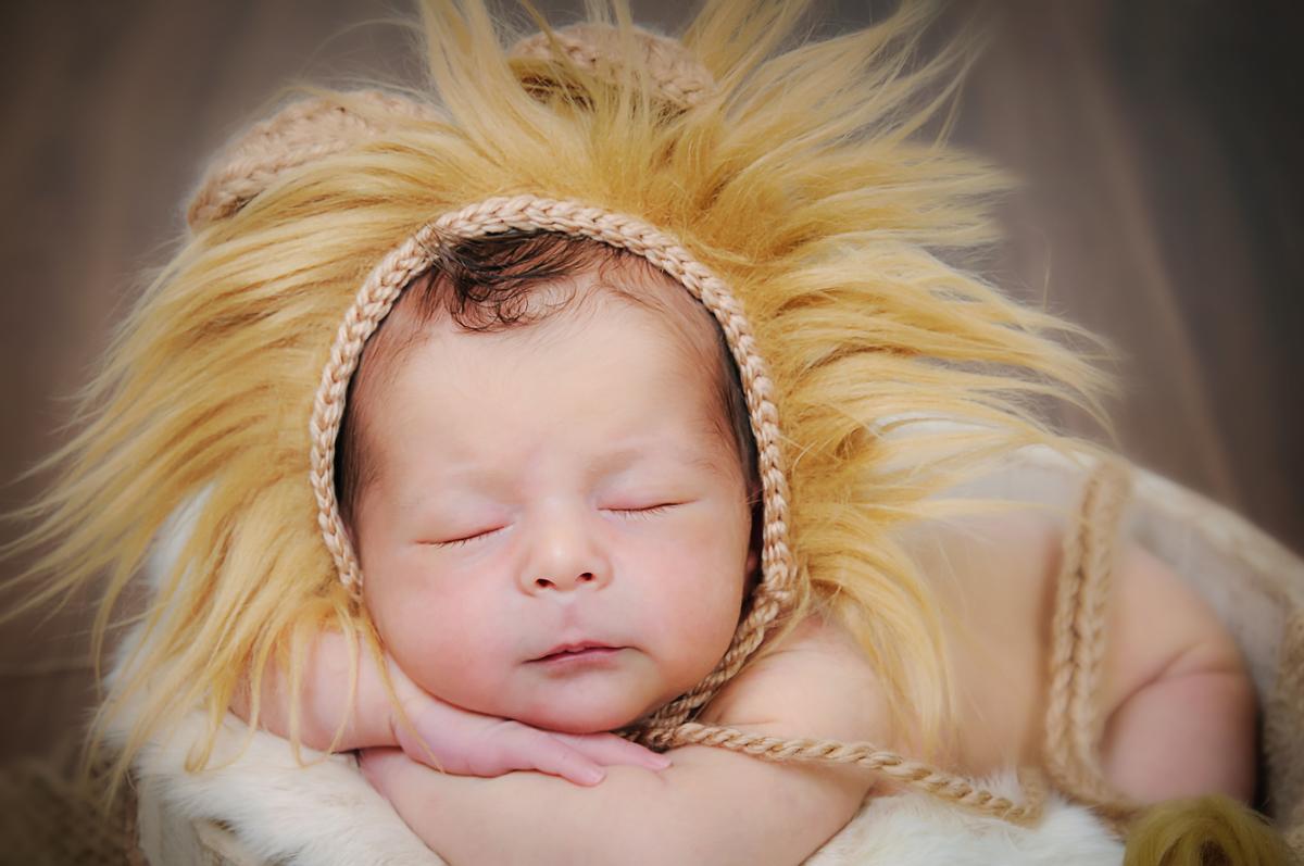 Imagem capa - O que é ensaio Newborn? por Studio Foto Visão