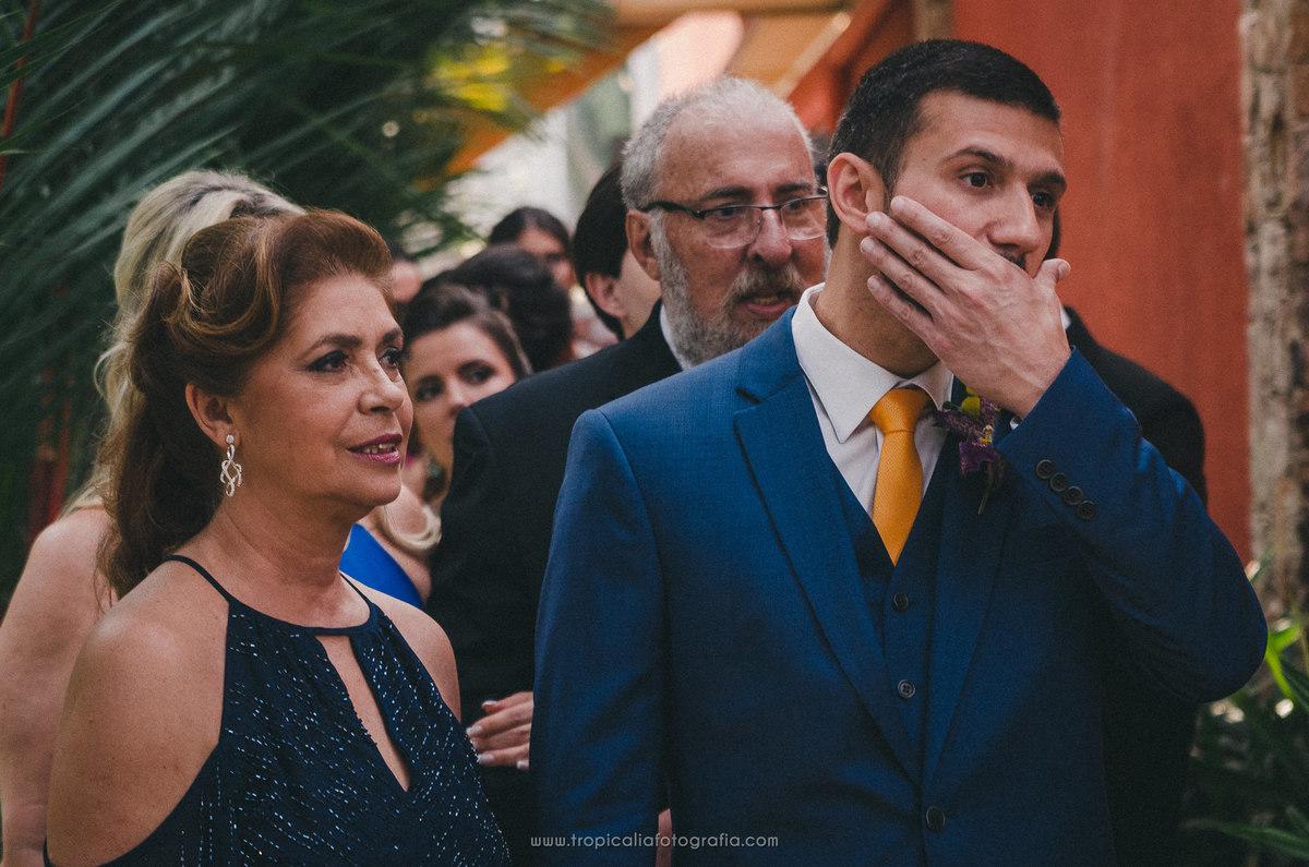 Casamento no Rio de Janeiro. Fotógrafo de casamento em Nova Friburgo. Foto  do noivo nervoso antes de entrar na cerimônia