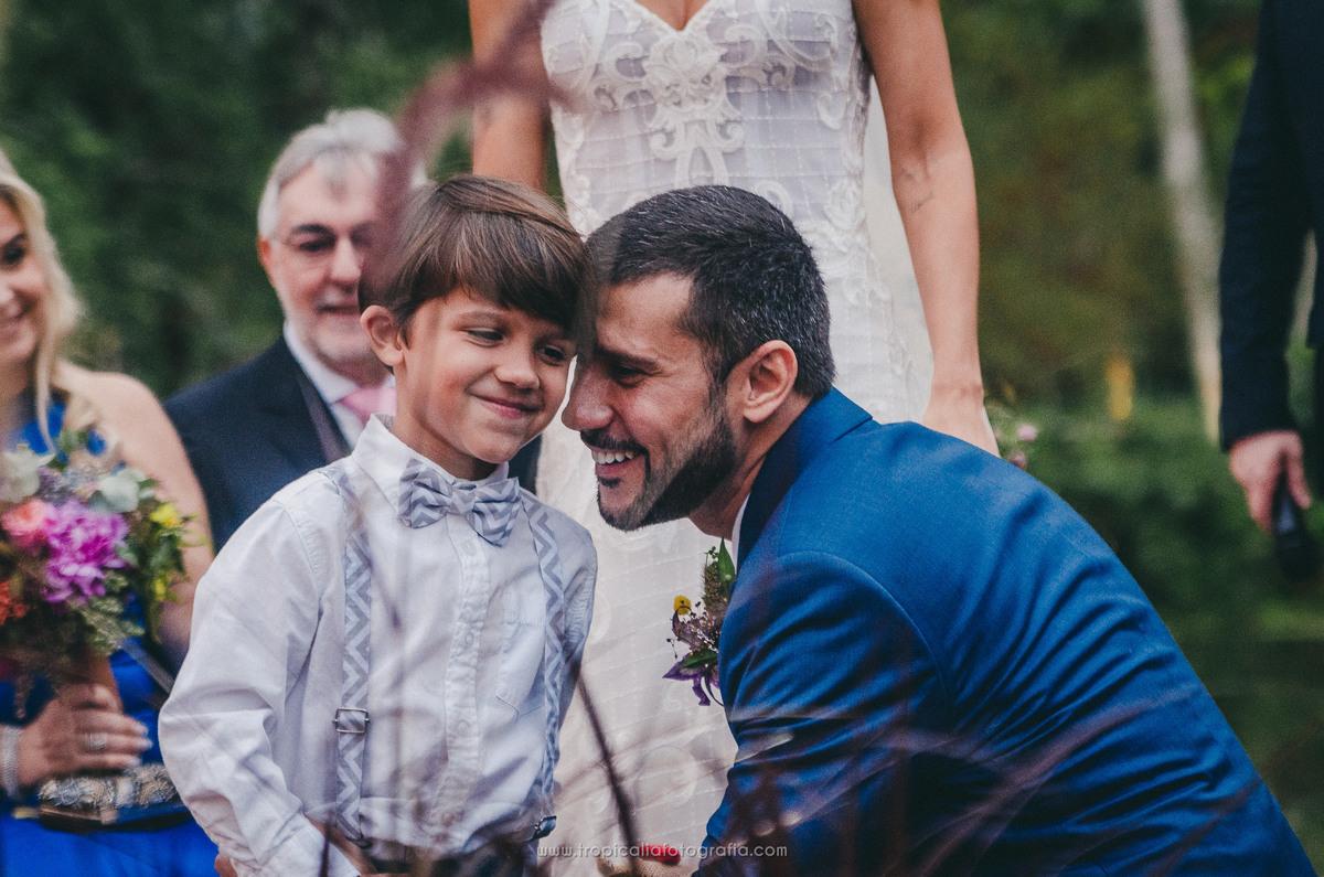 Casamento no Rio de Janeiro. Fotógrafo de casamento em Nova Friburgo. Foto do pagem com o noivo