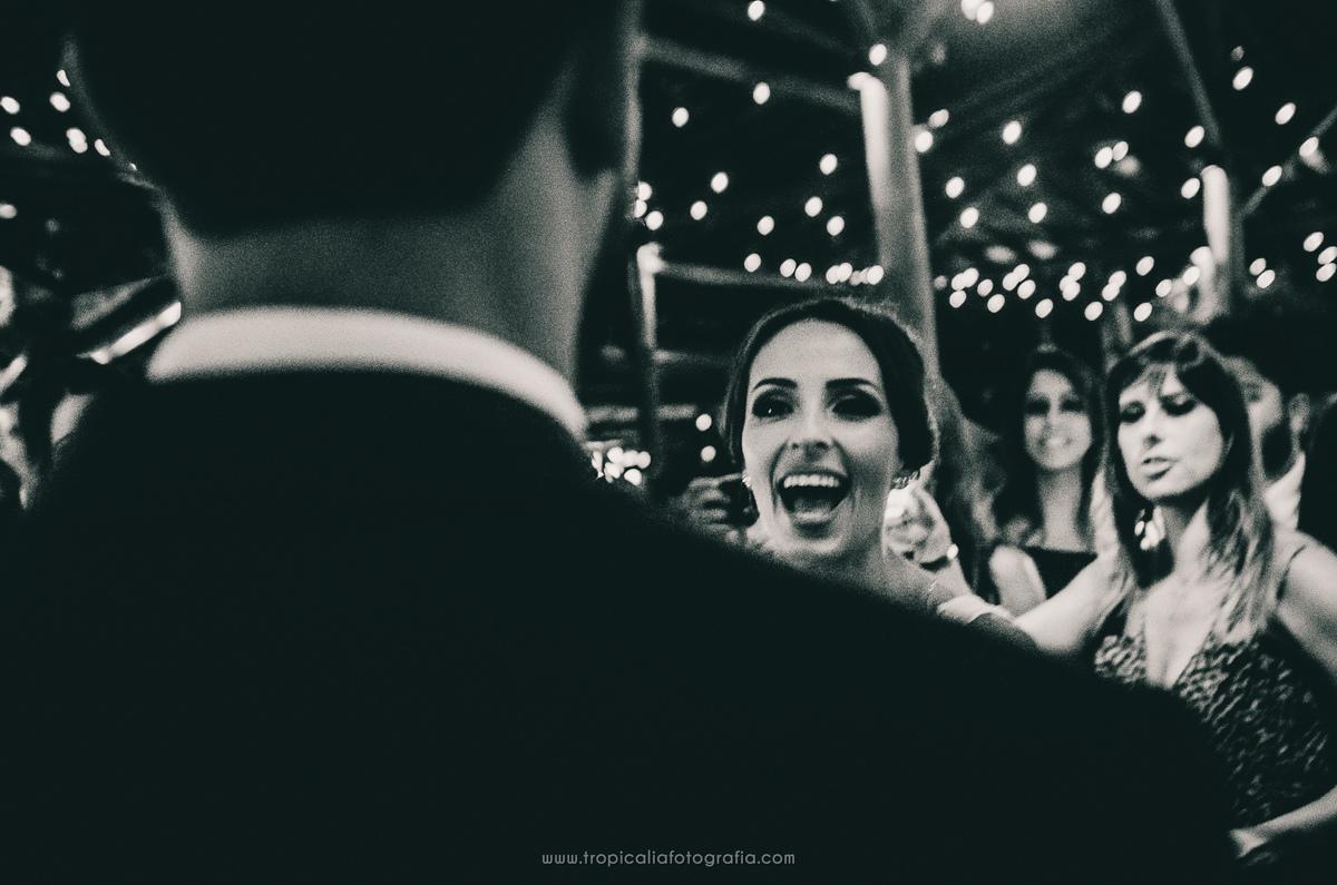 Casamento no Rio de Janeiro. Fotógrafo de casamento em Nova Friburgo. Foto da primeira dança dos recém casados