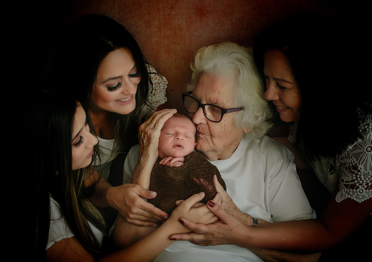 Imagem capa - Uma nova visão sobre a fotografia Newborn por Aline Fontes