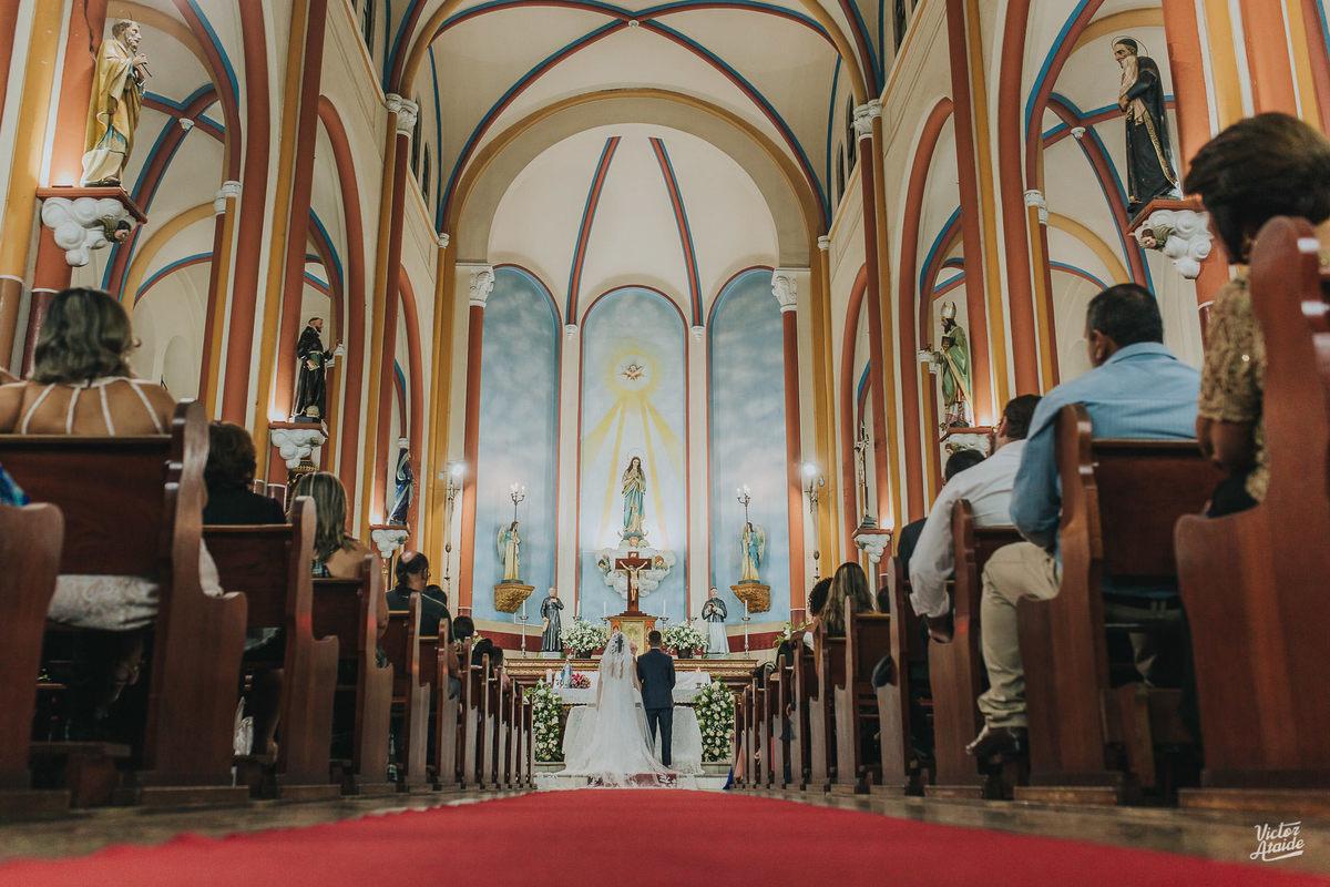 Imagem capa - As 10 Igrejas mais lindas para casar em BH e região! por Victor Ataide