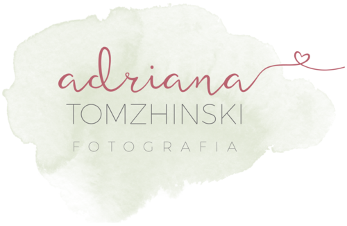 Logotipo de Adriana Tomzhinski Fotografia