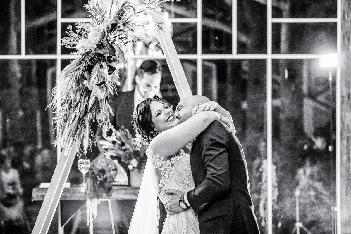 Imagem capa - Vantagens de Fazer o seu Casamento na Sexta-Feira por Diego Simas | Fotógrafo de Casamentos em Curitiba e Balneário Camboriú