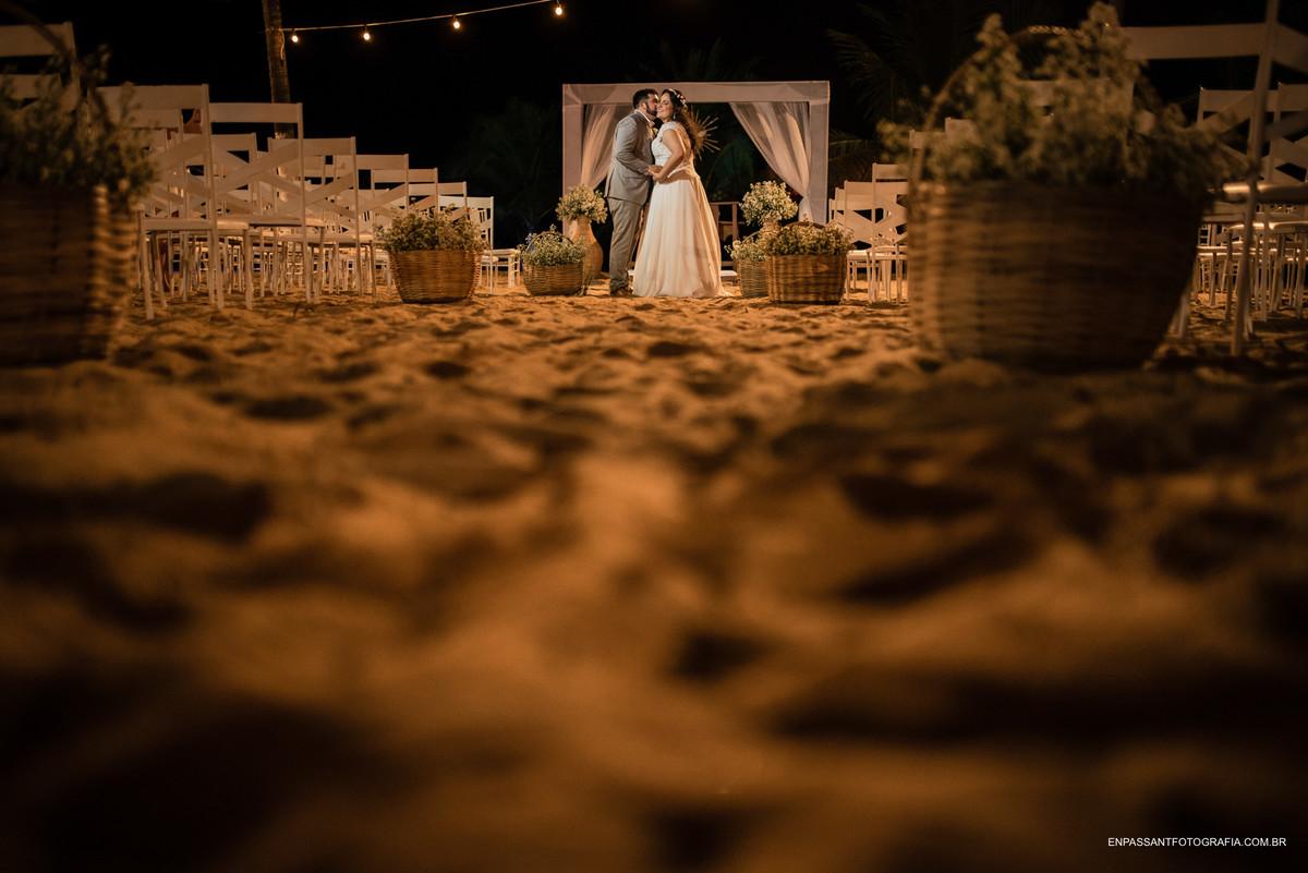 noivos abaçados no altar