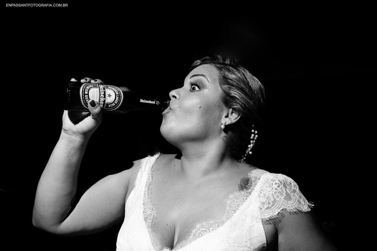 noiva bebendo cerveja