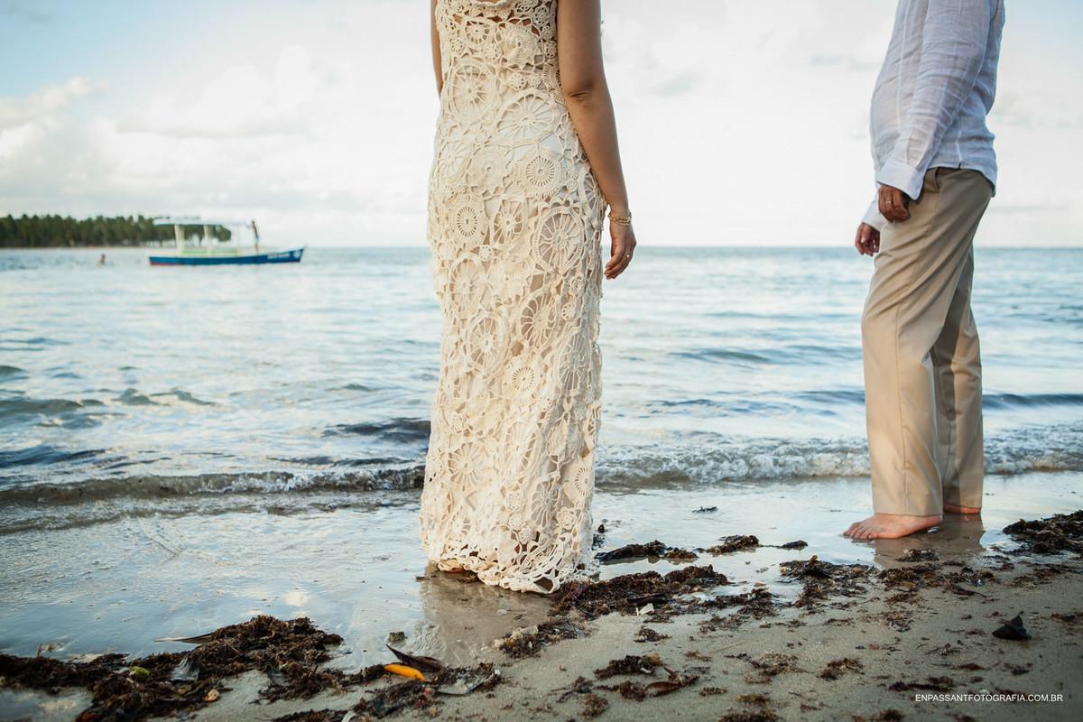 noivos na beira da praia