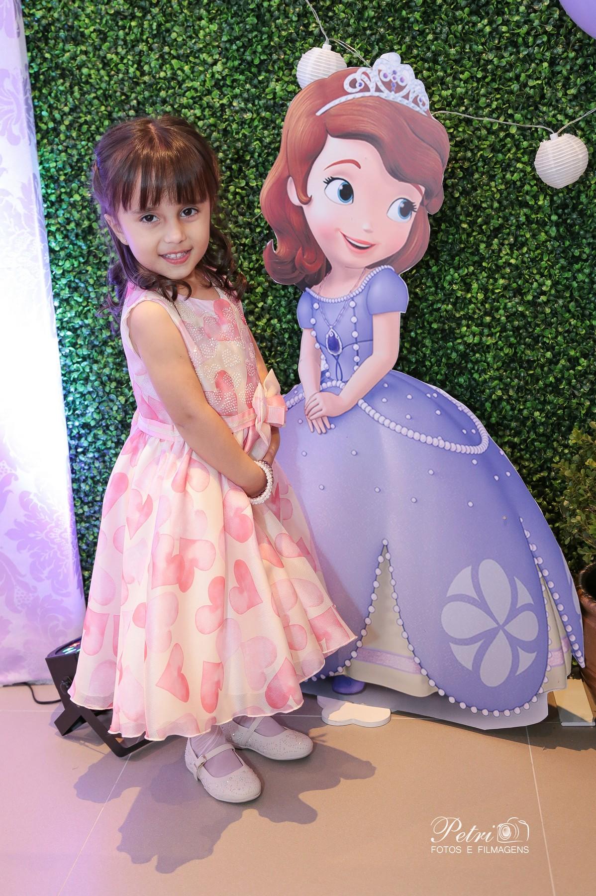 Fazendo pose igual a princesa Sophia