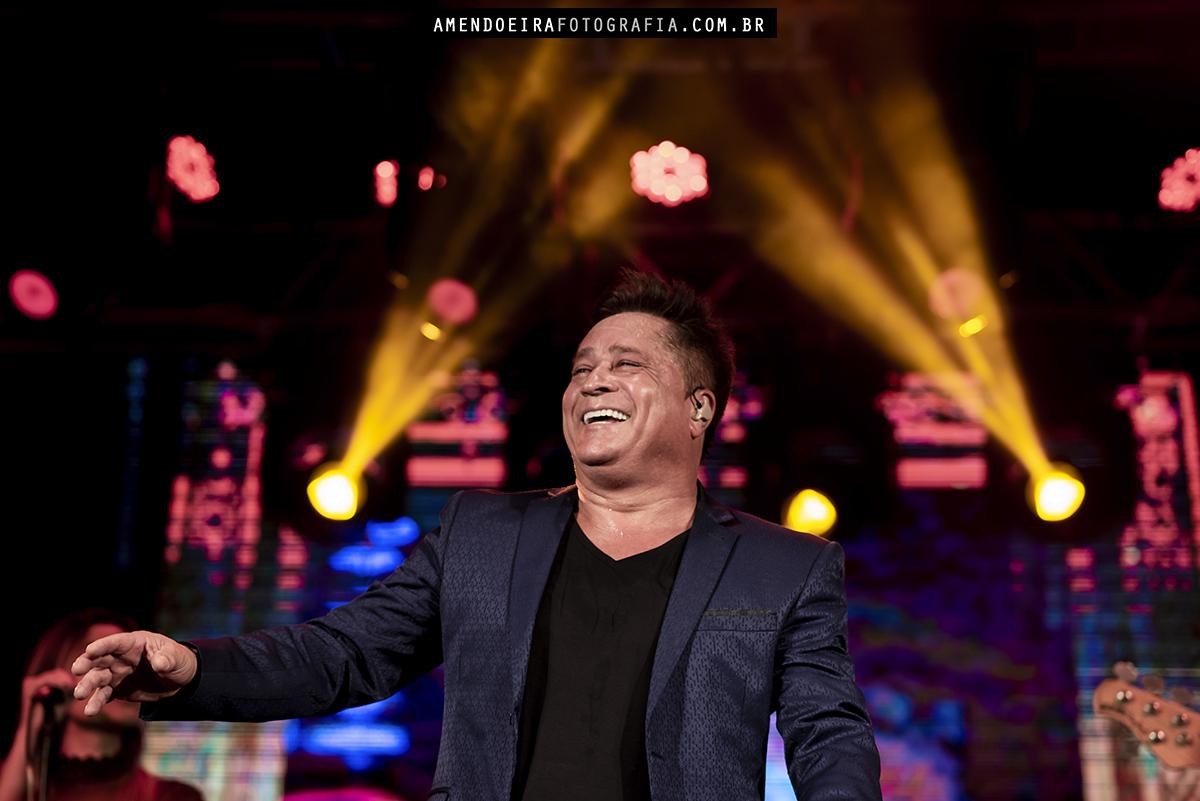 a radio energia de jau promoveu um show com o cantor leonardo