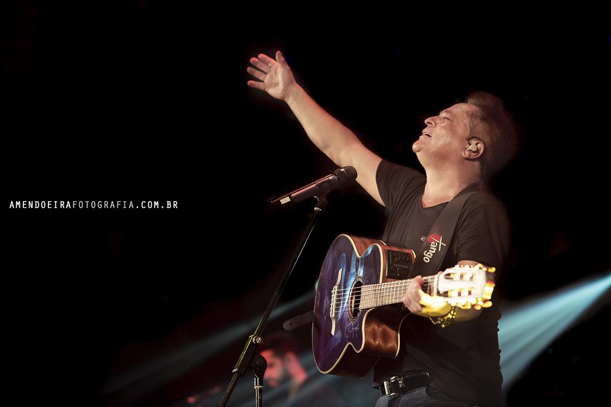 leonardo canta seus grandes sucessos em show no lumare eventos