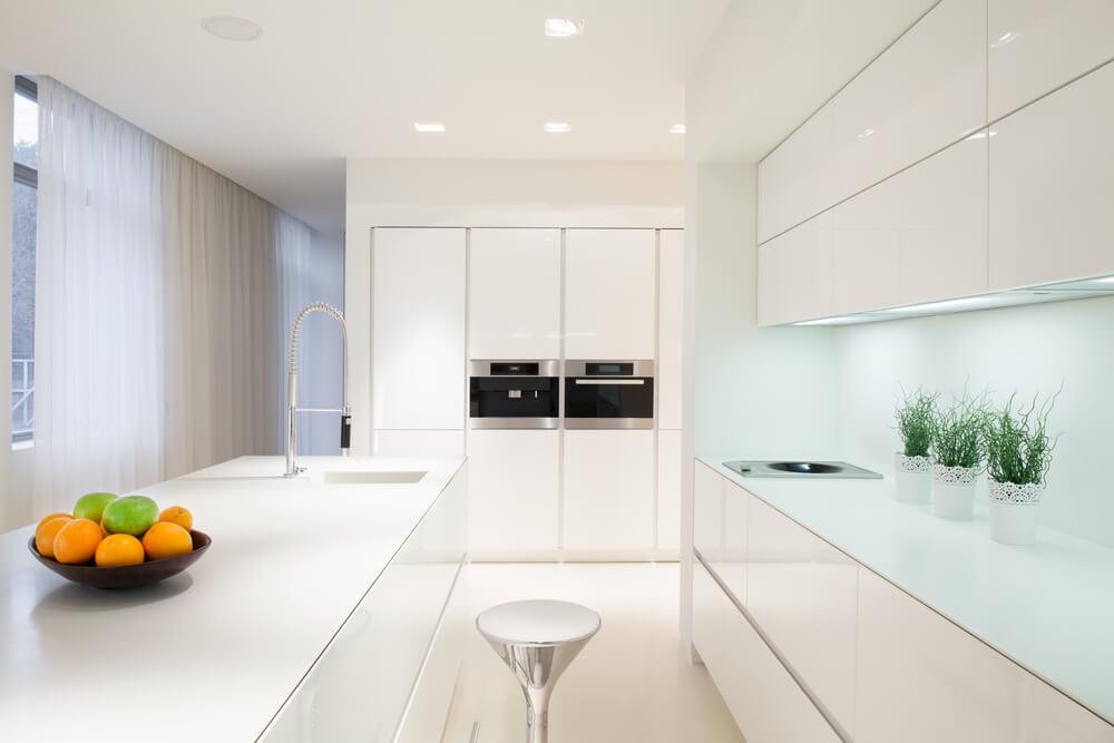 Imagem capa - Vai comprar um novo piso para cozinha? Saiba como escolher! por Maíra Onofri