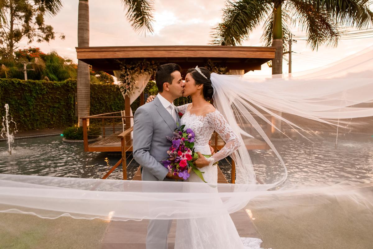 Imagem capa - Como transmitir seu casamento ao vivo  por Florearte Eventos