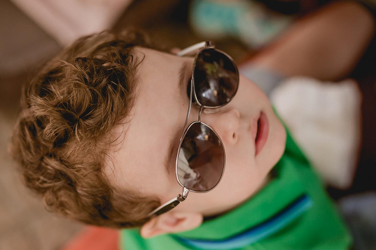 retrato do amigo de oculos escuros