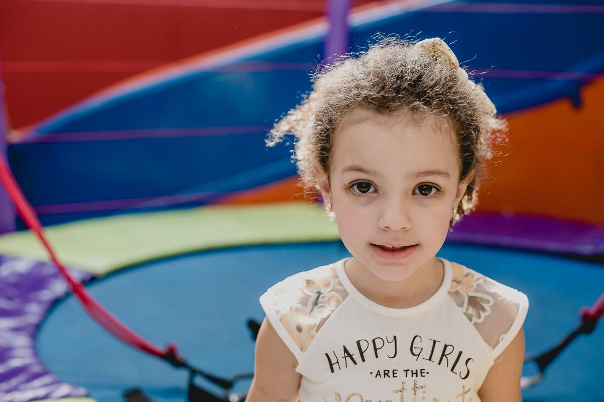 retrato da criança com luz de cabelo