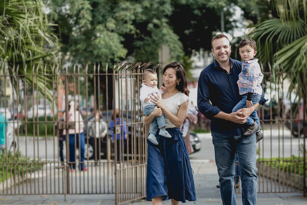 familia chegando para realizar o batizado do Pedro
