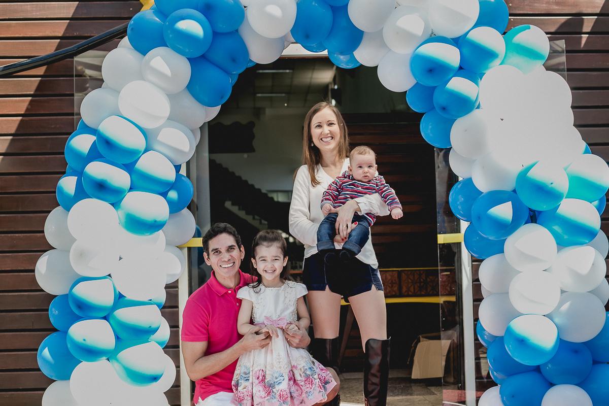 Fotografia em familia na frente do Buffet Kairos localizado no Ipiranga em Sao Paulo SP
