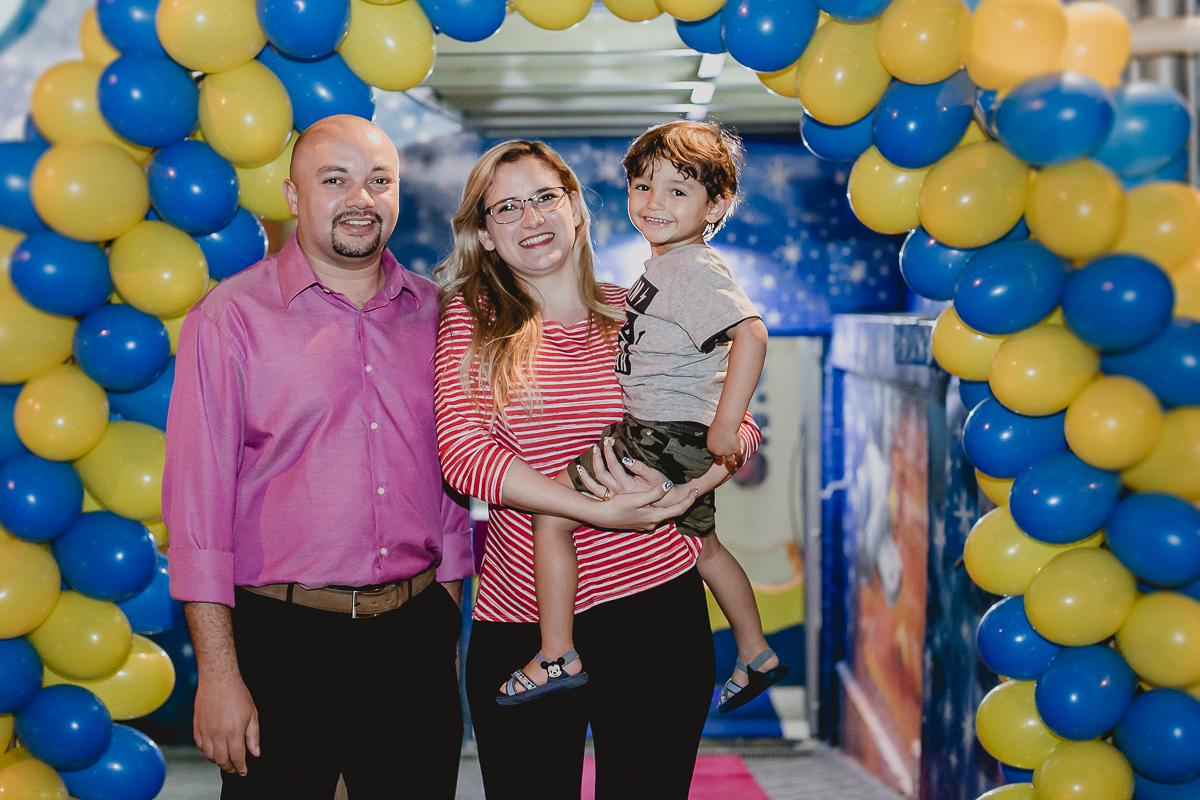 fotografia em familia na frente do buffet space park localizado em sao bernardo do campo sp
