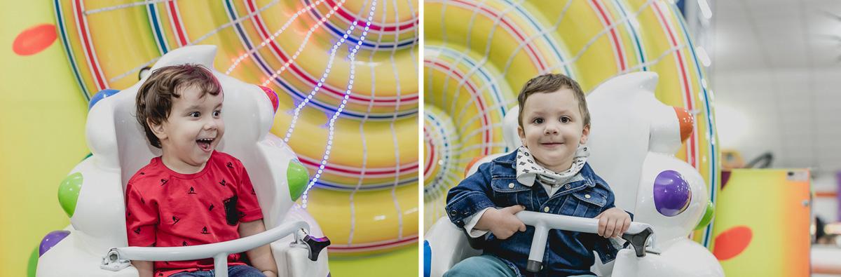 brincando na roda gigante para bebes