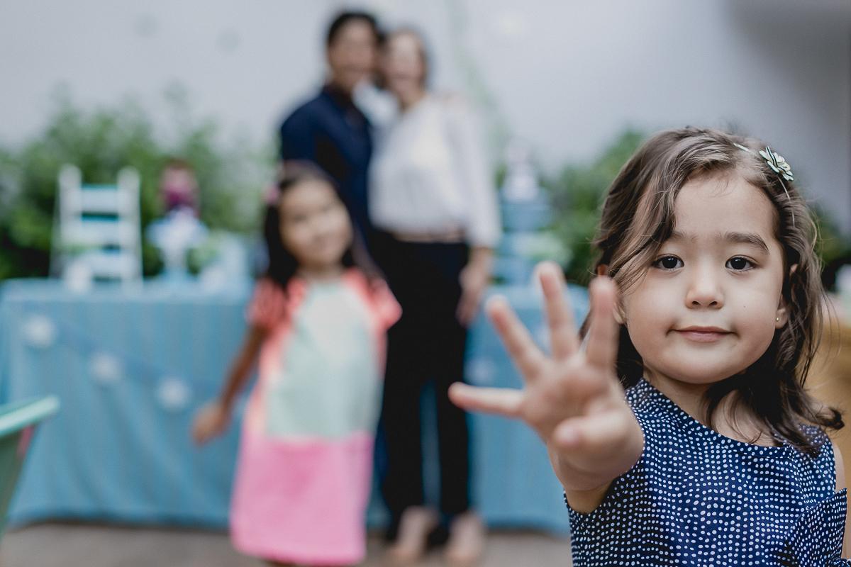 retrato da bibi na sua festa de 4 anos