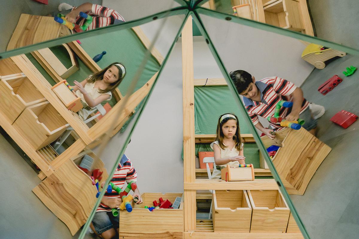 brincando com os reflexos dentro do espaço cade bebe localizado no bairro do itaim sao paulo sp