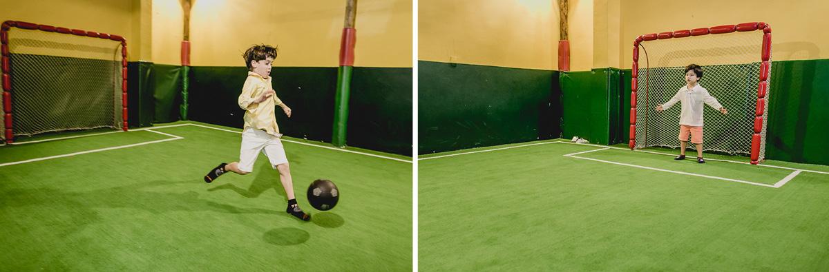 jogando futebol com o irmao