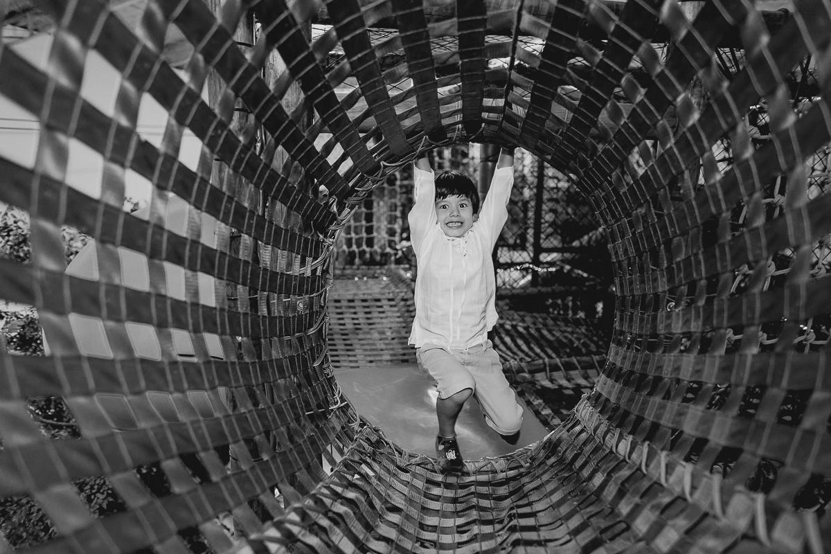 retrato em preto e branco no tunel do buffet espaço puzzle