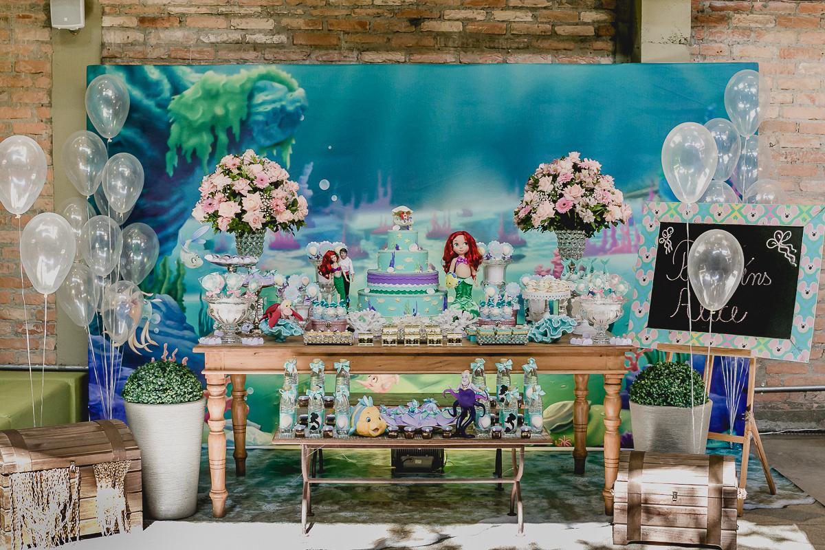 mesa do bolo com o tema ariel feita pela marcia colonese decorações